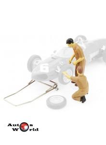 Figurina mecanici Ferrari schimb roti+ cric, 1:43 Brumm