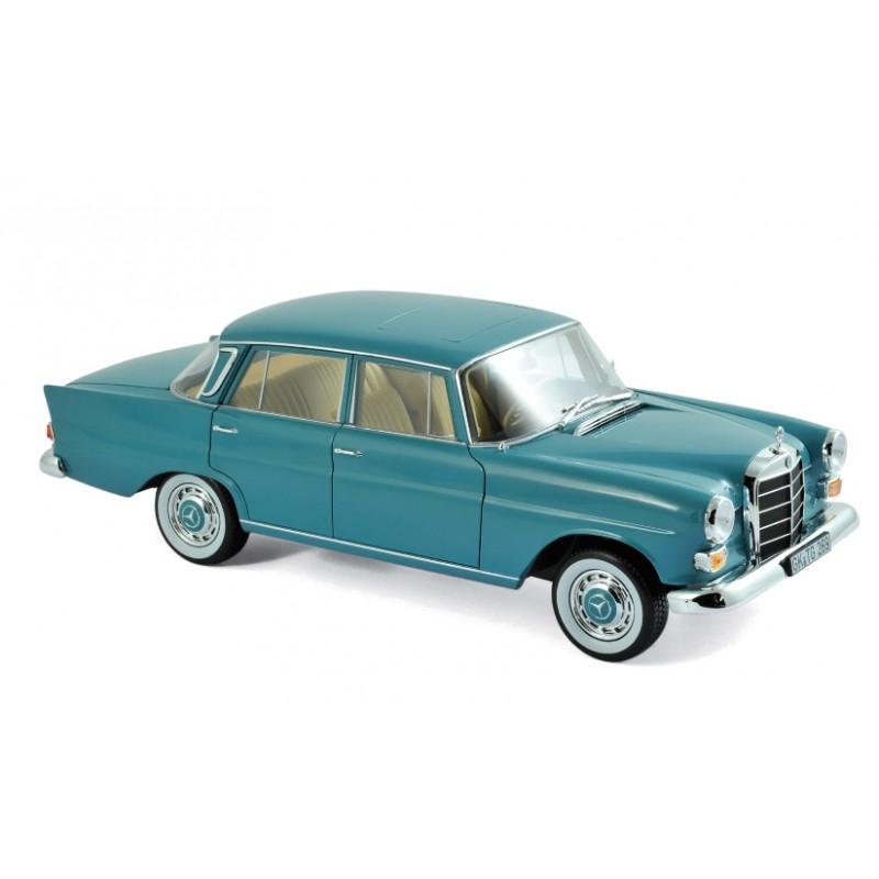 Macheta auto Mercedes-Benz 200 1966 verde, 1:18 Norev
