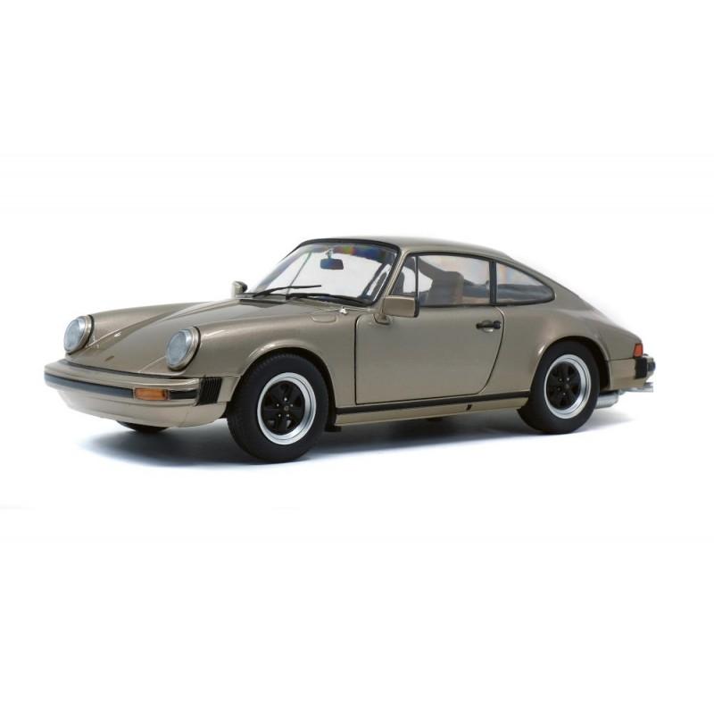 Macheta auto Porsche 911 Carrera 3,2 crem 1977, 1:18 Solido
