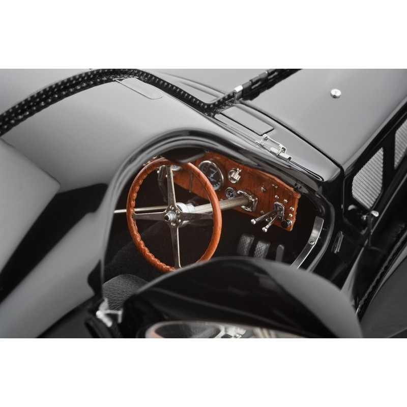 CMC: 1:18 Bugatti Type 57 SC Atlantic, 1938 (negru)