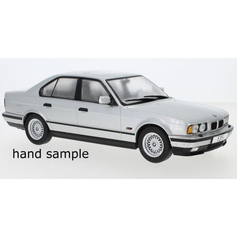 Macheta auto BMW seria 5er (E34) argintiu 1992, 1:18 MCG