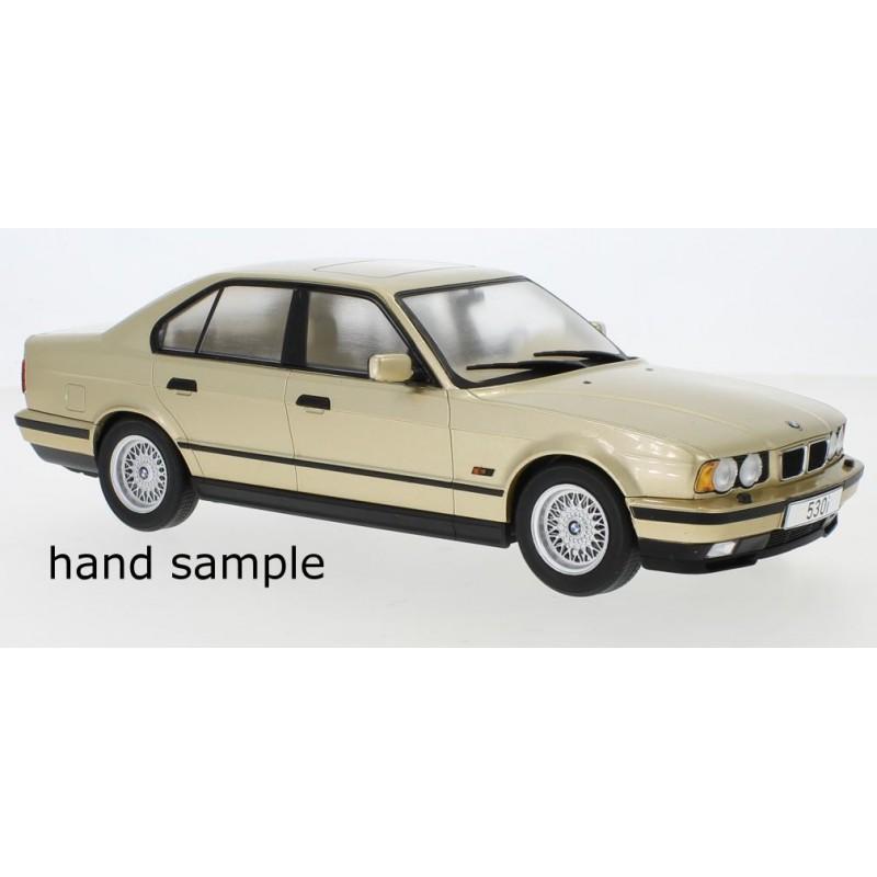 Macheta auto BMW seria 5er (E34) crem 1992, 1:18 MCG